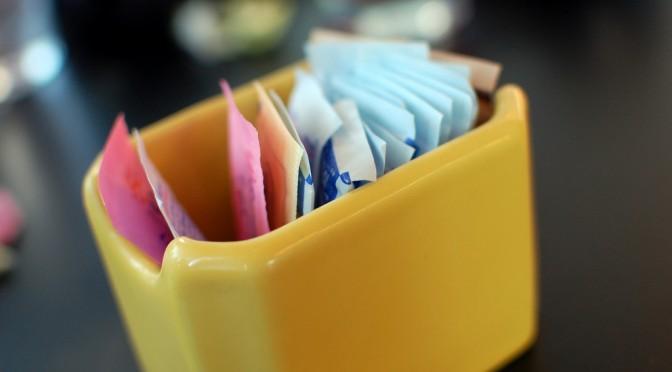 人工甘味料で糖尿病リスク増!?|人工甘味料は腸内細菌のバランスを崩して、血糖値が下がりにくい状態にする作用がある!?