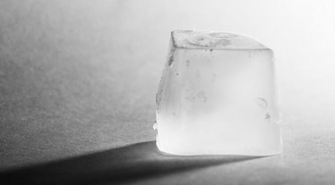 毛穴を小さくする氷マッサージで美肌スキンケア
