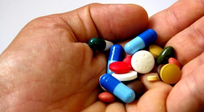 なぜ高齢者の薬のもらい過ぎという問題が起きるのか?