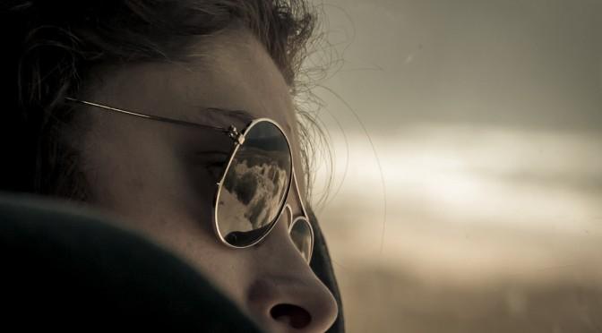 #GACKT さんがいつもサングラスをかけている理由は、目の障害(光を取り込み過ぎる)があるため