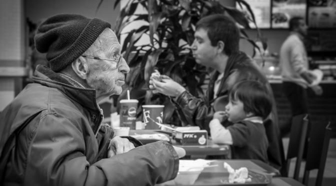 一人暮らしの高齢男性、孤食でうつ発症が2・7倍出やすい!?