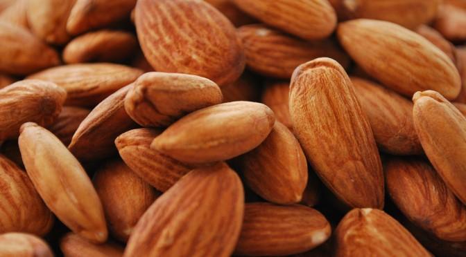 アーモンドを1日10g食べると、善玉コレステロールが増える!?