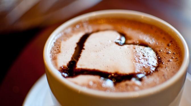 コーヒーを多く飲む人は肝臓ガンの発生リスクが低い!|なぜコーヒーをよく飲んでいる人は肝がんの発生率が低くなるのか?