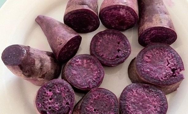 紫イモのアントシアニンで血糖値対策!α-グルコシダーゼの働きを弱めることで糖が吸収しにくくなり血糖値が下がる!