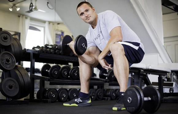 筋力の衰え・低下|男性ホルモンが減少する40代・50代の男性更年期になると筋肉量が減る理由|プロテインと筋トレで筋力アップ!