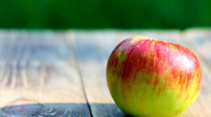 便秘解消のための食べ物「りんご」|ペクチン(水溶性食物繊維)が便通改善に役立つ