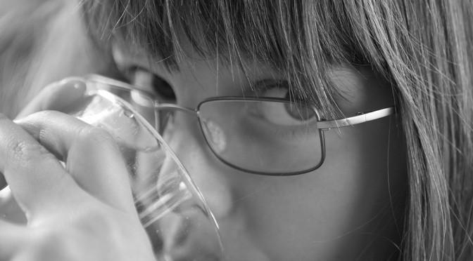 知らぬ間に歯を溶かす飲食物を摂取している?酸蝕歯の原因・症状・対策