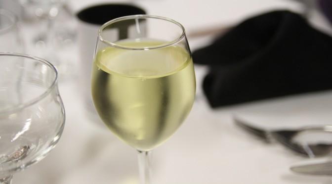 白ワインで便秘解消ができる!?|白ワインは腸内フローラを整える飲み物