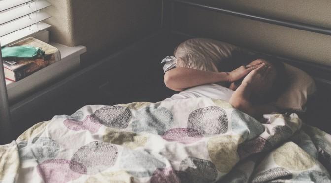 朝起きれないのは、病気なの?低血圧が原因?|低血圧の症状