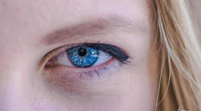 澄んだ白目に!目の充血予防に摂りたいビタミンとは!?食べ物・サプリメント