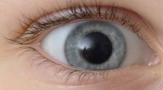 フィリングイン機能(視野を補う)により、緑内障になっても気づきづらい|みんなの家庭の医学