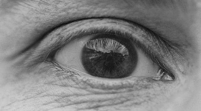 高齢者の7割がドライアイにかかっている|なぜ高齢者の多くがドライアイにかかるのか?