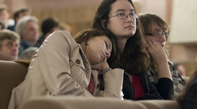睡眠不足が太る原因?|睡眠と肥満のカギを握る2つのホルモンとは?