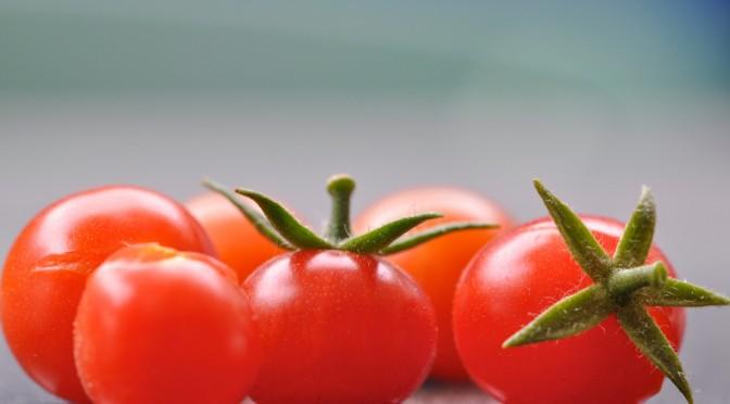 日焼けに、トマトの力|リコピンがシミ・シワを防ぎ、日焼け後に肌が硬くなるのを防ぐ
