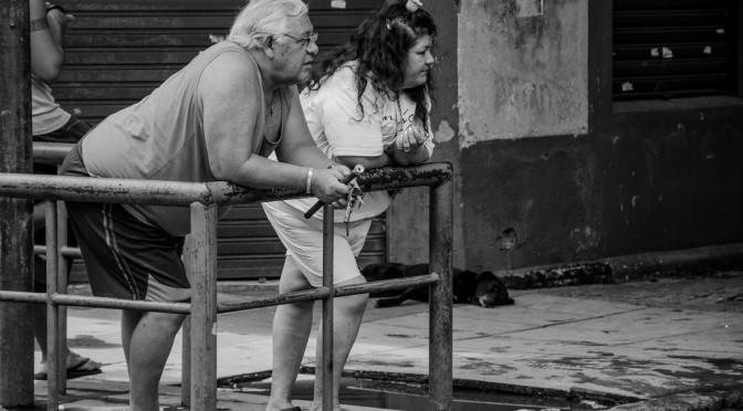 自分の年齢を実感するポイント、男性は「老眼」、女性は「肌の衰え」