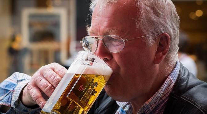 肝臓は、飲酒・過食・運動不足・ストレス・疲労によって悪化する