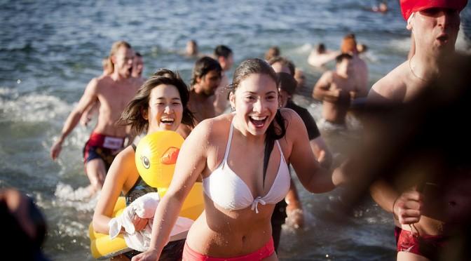 コンタクトをしたままで、水(お風呂、シャワー、プール、海)に入ると目の病気になる恐れがある!?