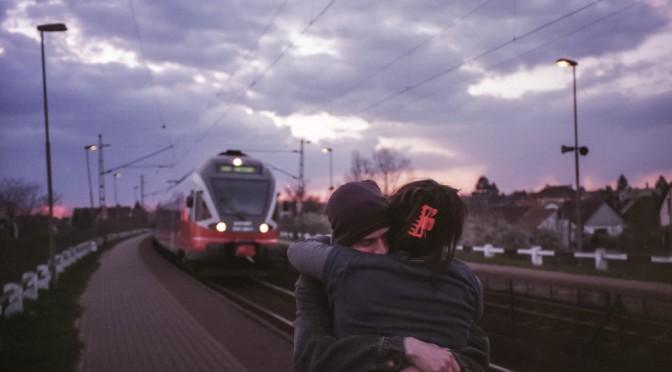 「突然抱きしめられた」|抱きしめるときの男性心理と女性心理