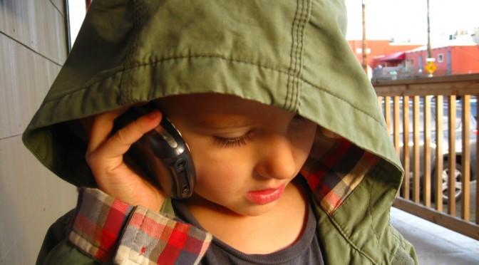 子供における脳腫瘍は携帯電話の影響ではない?