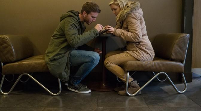 スマホ・SNS・インターネットがカップルに与える影響