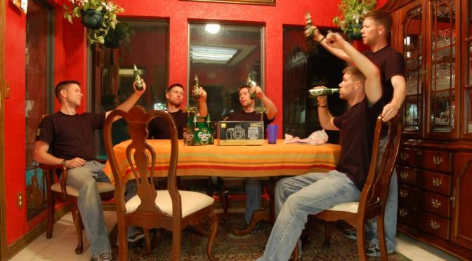 お酒を飲んでいる時の方がクリエイティブになれる!?|イリノイ大学