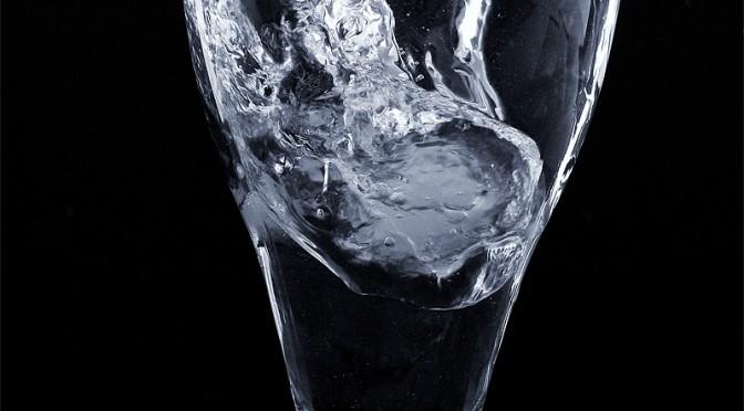 水うがいで風邪4割減|うがいの習慣は日本独特?|なぜ水道水によるうがいの方が効果的なのか?|おすすめうがい方法