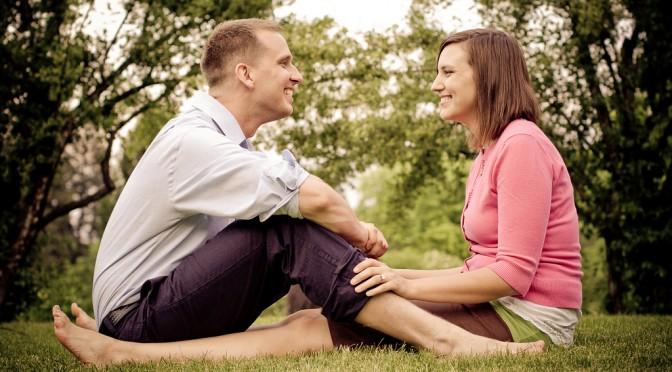カップルは見つめ合う時間が長いほど長続きする?|円満な関係を続けられるカップルとそうでないカップルの違いは、「二人の視線」