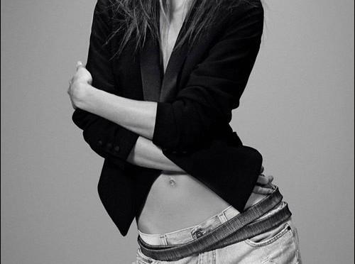アレッサンドラ・アンブロジオ(Alessandra Ambrosio)のおしりになれるヒップアップエクササイズ【動画】