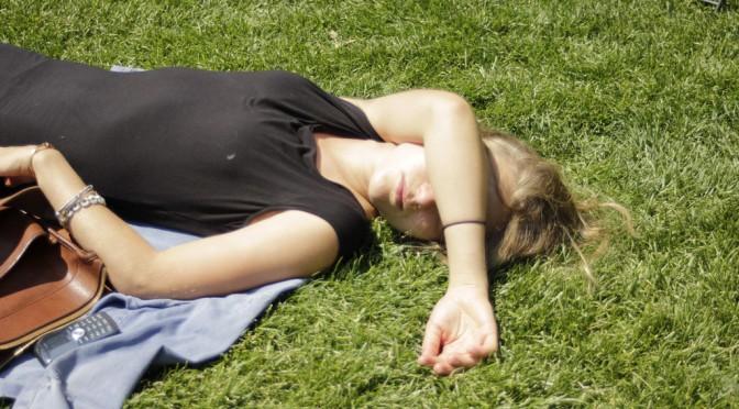 女性の睡眠の悩み|肩こり・疲労・日中の眠気・頭痛・腰痛