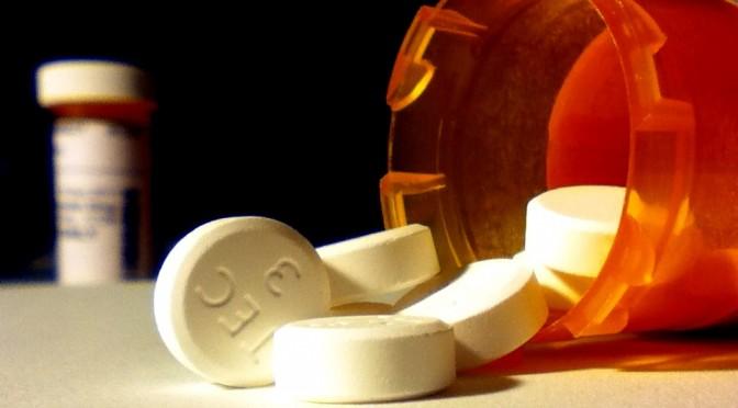 認知症の人への薬の提供方法の問題について考える|認知機能が低下すると、たくさんの薬が出ると、飲まない、飲めないことが起こる