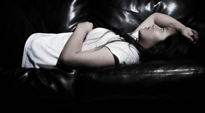 なぜストレスで「胃痛(胃が痛い)」という症状が出るのか?|胃の痛み症状チェック