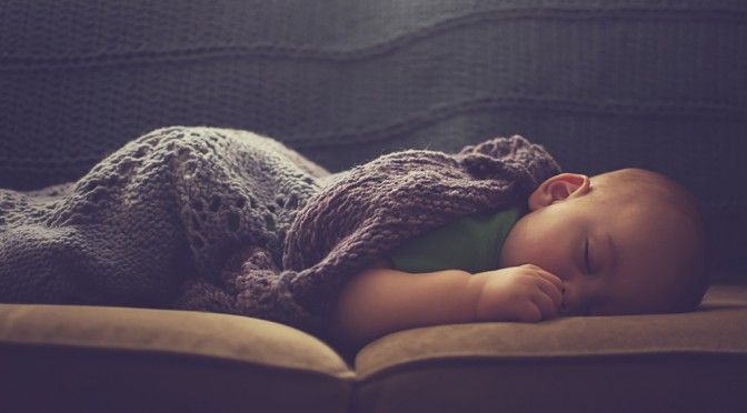 なぜ日本の赤ちゃんは世界一睡眠時間が短いのか?