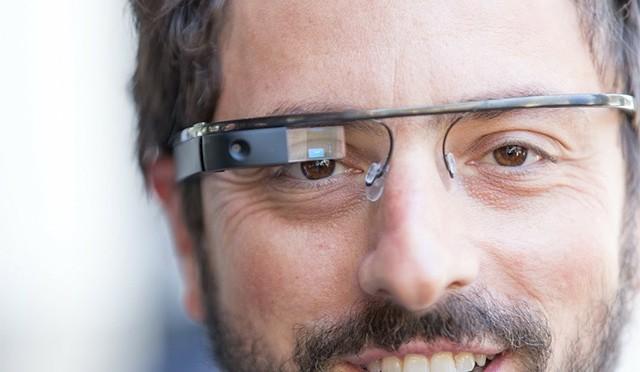 【#落合陽一】網膜投影のメガネ型HMDで近視も遠視も老眼の人も見えるようになる!【#情熱大陸】|これまでの網膜投影システムのメリットとデメリット
