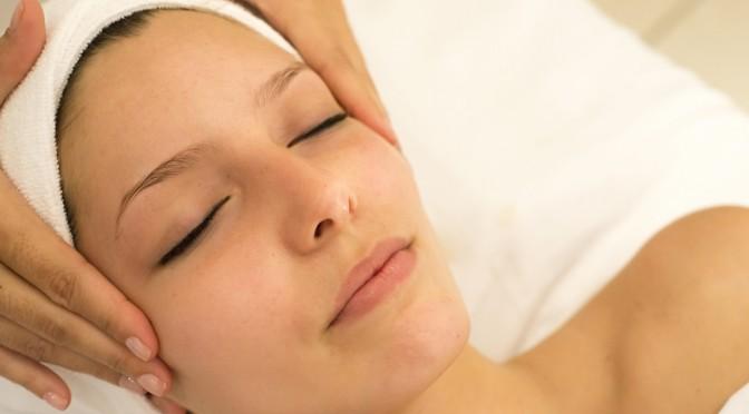 顔のたるみ(まぶたのたるみ、目の下のたるみ)を解消するやり方(方法)