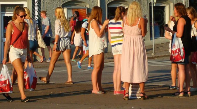 スウェーデンの女子大生のセックスパートナーの数が10年前に比べ2倍に増加。性感染症患者も比例して上昇。
