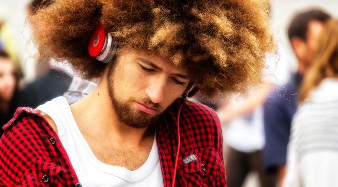 5人中1人に難聴の症状、大音量の音楽が一因に|米調査