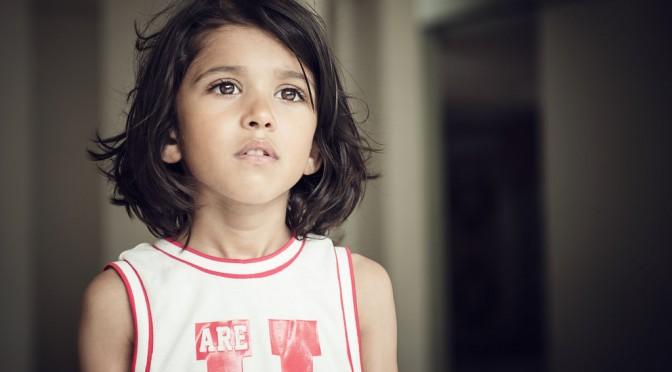 なぜ、女の子の思春期に達する年齢が昔に比べて早くなっているのか?