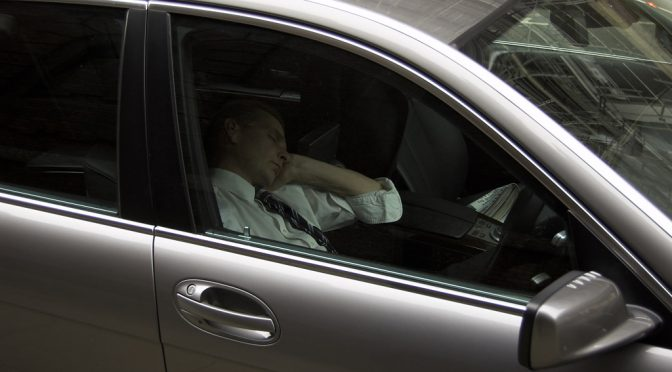 車中泊で肺塞栓症(エコノミークラス症候群)が多発!その初期症状とは!?