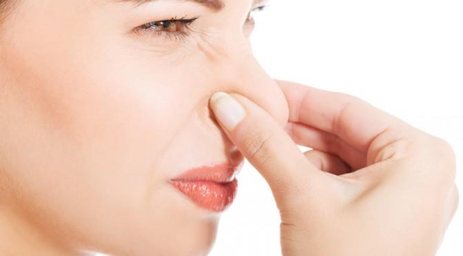 「口がクサイという理由で友達と距離をとる」98%もいると判明|多くの女性が自分・他人の口臭に悩んでいる