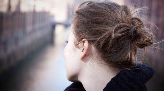 首のしわの原因って?首のシワを消す(薄くする)方法・エクササイズ|森本チヅ子