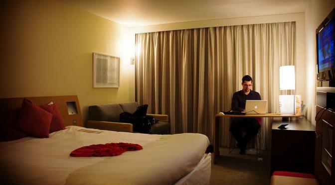 テクノロジーの進歩(スマホ・PC)が睡眠を妨げる原因の一つになっている!?
