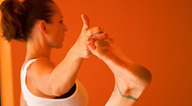 老化のスピードが速い大腿筋を鍛える筋トレ|筋肉量が減少してしまうとどうなる?|階段を降りることが怖くなってきたら筋量が落ちている危険なサイン!