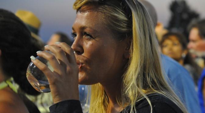 喉の渇きの原因|なぜ更年期になると、のどが渇くのか?|更年期障害の症状