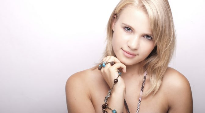 ミス・ユニバース・ジャパンファイナリストの美肌の秘訣とは?化粧水のつけ方など12の方法