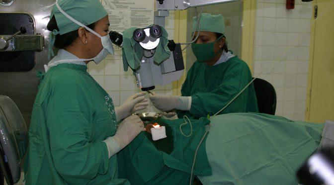柴田理恵さんは白内障の手術を受けていた|手術後近視が改善したものの、まぶしくてサングラスが手放せない【白内障で手術した芸能人】