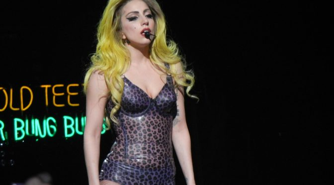 Lady Gaga、難病「全身性エリテマトーデス」の検査を受ける