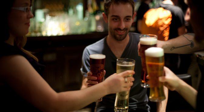 お酒に強い遺伝子を持つ人は、そうでない人よりも約2.3倍痛風のリスクが高い!?|防衛医大