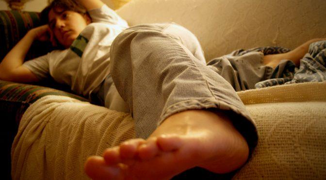 1日5時間以上テレビを見る人は、肺塞栓症(エコノミークラス症候群)で死亡する確率が高い|大阪大