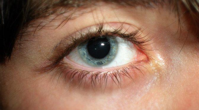 10代、20代にも老眼が眼の健康調査で判明