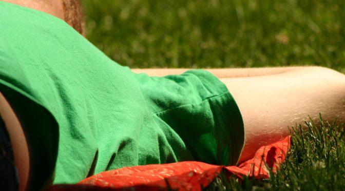 「わき汗が目立つため満員電車でつり革がつかめない」|脇汗対策商品(制汗剤・塩化アルミニウム・汗取りパッド・インナー)